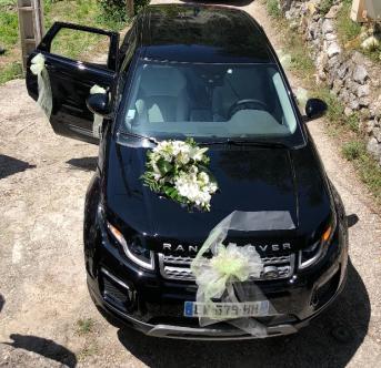Décoration d'une voiture de mariés