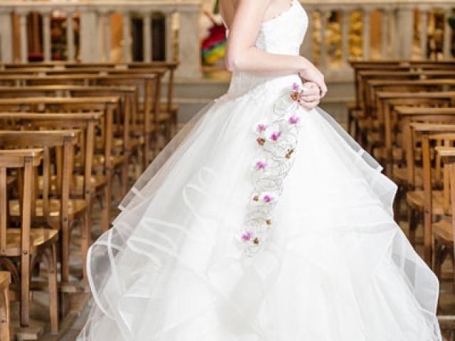 Un shooting photo réussi avec de magnifiques fleurs dans la belle église de Tourrette Levens