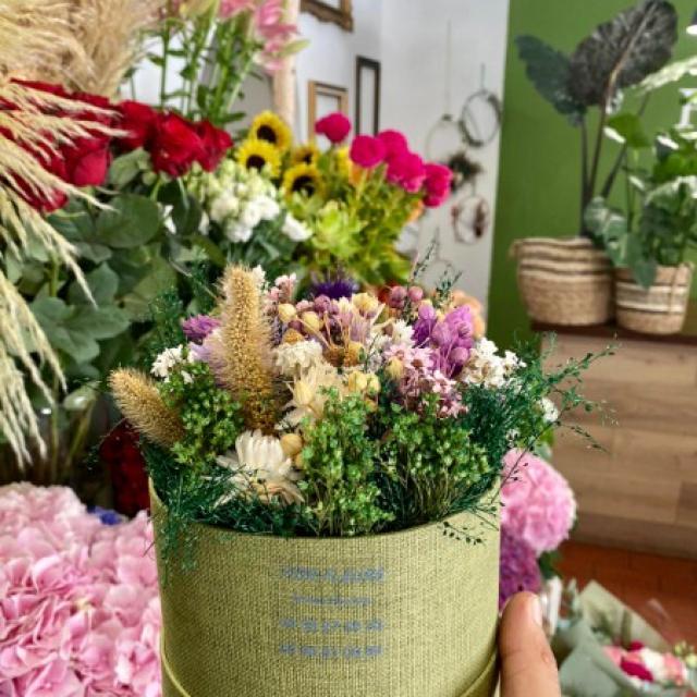 Boîte à chapeau de fleurs séchées